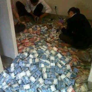 uang berlimpah